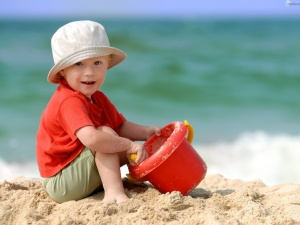 baby_boy_playing_on_beach_sand-normal