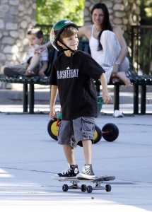 05-07-09 Beverly Hills, CA Victoria and David Beckham's sons Romeo and Cruz seen riding their skateboards and playing at the Coldwater Canyon Park in Beverly Hills. The boys also got into a little fight.... Non-Exclusive Pix by Flynet ©2009 818-307-4813 Nicolas 323-974-6007 Jay 310-466-8617 Scott
